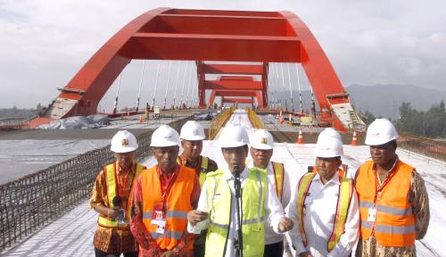 Foto Jokowi: Pembangunan Infrastuktur Bebaskan Papua