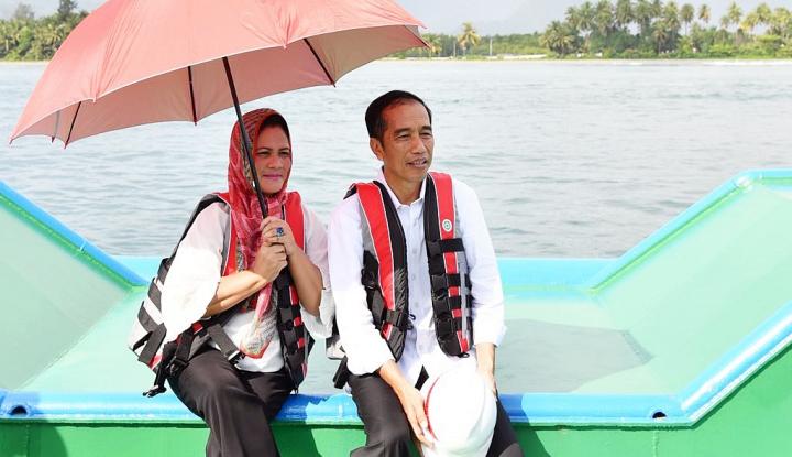Foto Berita Romantisnya Presiden dan Istri Tinjau Jembatan Holtekamp di Jayapura