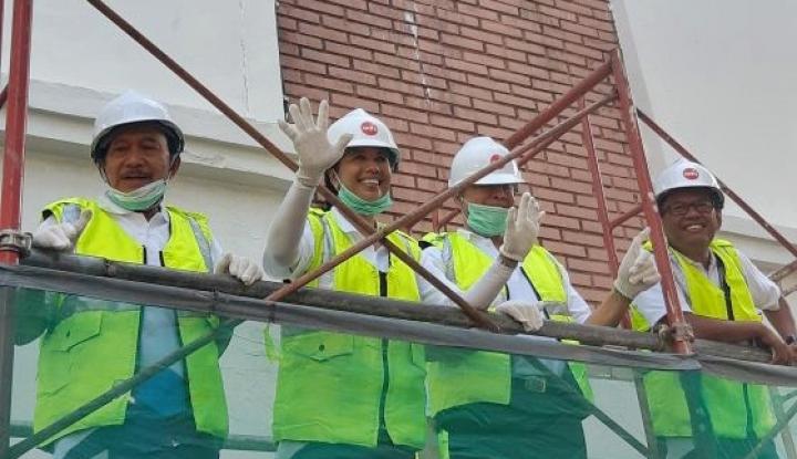 Foto Berita HUT Kementerian BUMN, Menteri Rini Ajak Karyawan Kerja Bakti Bersih-Bersih Kantor