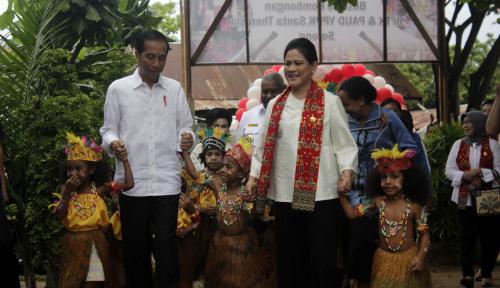 Foto Pak Jokowi, Masalah di Papua Tak Bisa Selesai dengan Infrastruktur