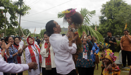 Foto Hari Ketiga Kunker di Papua, Pesan Jokowi untuk Pelajar: Jauhi Narkoba