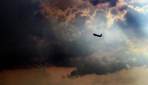 Foto Ada Erupsi Gunung Tangkuban Parahu, Penerbangan Masih Aman