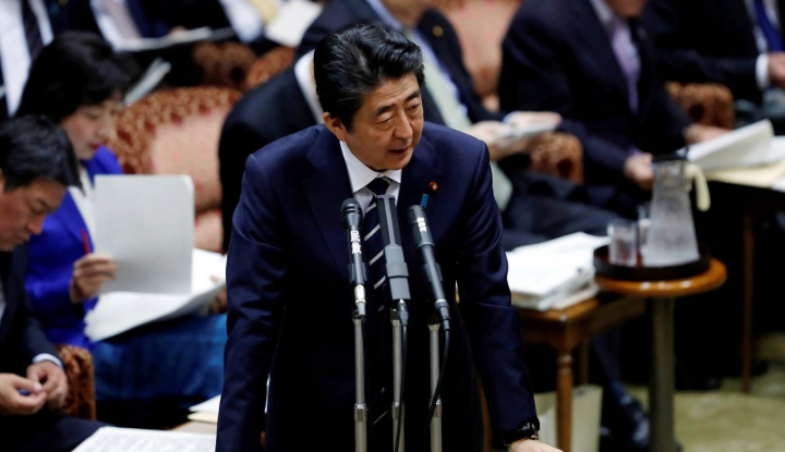 Foto Berita Lakukan Pelecehan Seksual, PM Abe Pecat Wakil Menkeu Jepang
