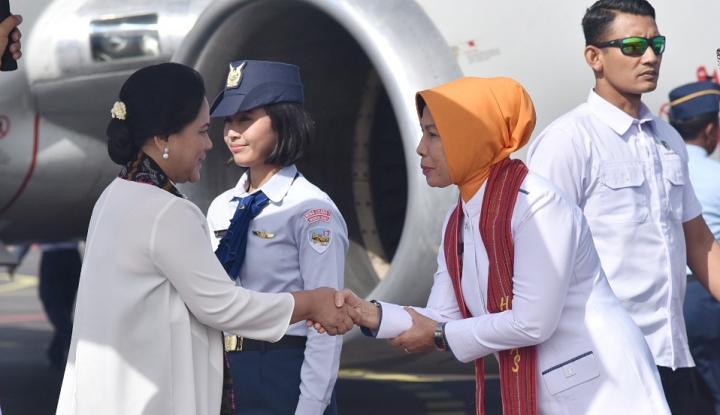 Foto Berita Sendirian, Ibu Negara Blusukan ke Sumut