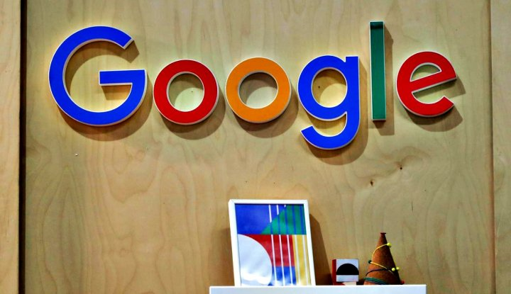 "Foto Berita Perdana, Google dan Facebook Ikut ""Big Data Expo"""