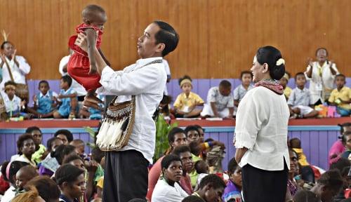 Foto Ketika Jokowi Menjelma Jadi Bapak Papua