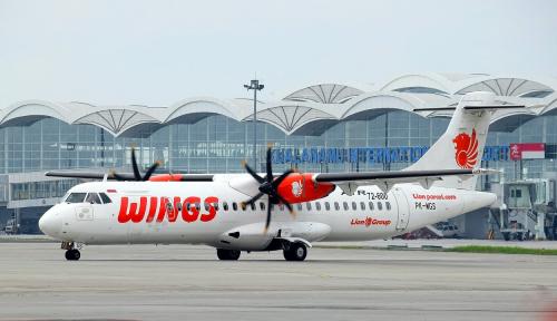 Foto Hujan Lebat, Pesawat Wings Air Gagal Terbang