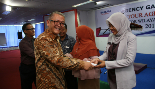 Foto 30 Agency Jiwasraya Surabaya Terima Reward