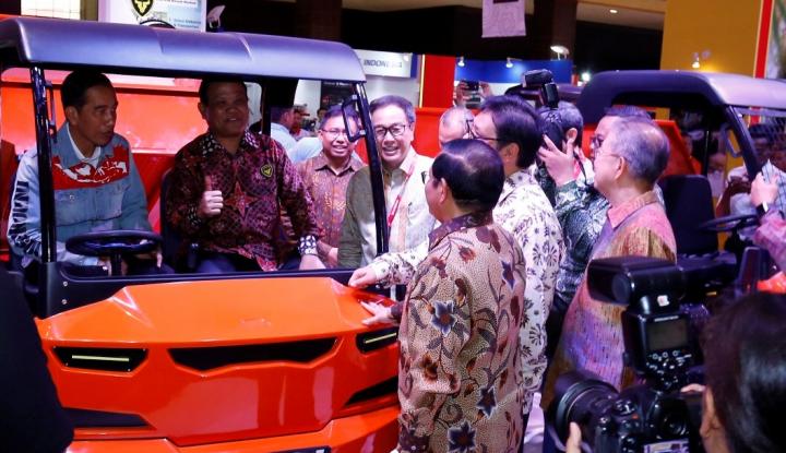 Foto Berita Kunjungi Pameran Otomotif di Kemayoran, Jokowi Mau Beli Motor Lagi?