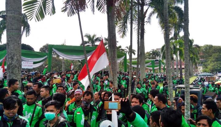 Foto Berita Aksi 234, Ribuan Ojol Geruduk DPRD Sumsel