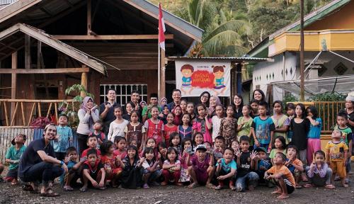 Foto Asuransi Astra Revitalisasi Rumah Baca untuk Anak-Anak Desa Limboro