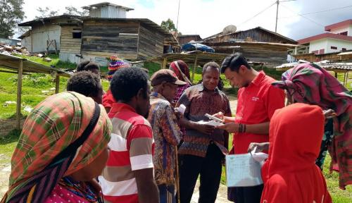 Foto Telkomsel Turunkan Tim Registrasi ke Wilayah Pegunungan Papua