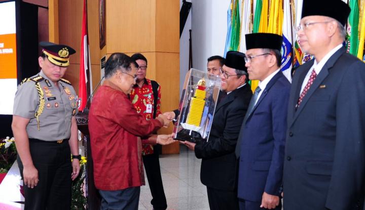 Foto Berita JK Harap Prestasi Kepala Daerah Jadi Percontohan Provinsi Lain