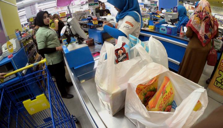 Foto Berita Super Indo Bagikan 2.000 Tas Pakai Ulang