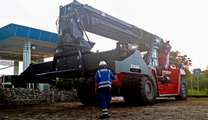 Foto Berita Genjot Produktivitas, Pelindo III Tambah Peralatan Pelabuhan