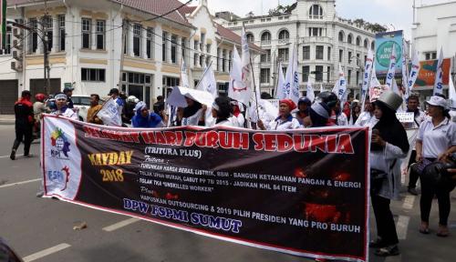 Foto Peringati May Day, FSMPI Sumut Serukan Tolak TKA