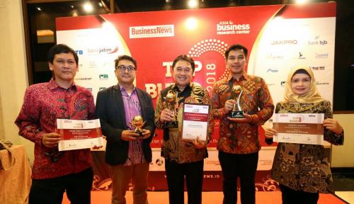 Foto PDAM Bandung Raih Tiga Penghargaan Top BUMD 2018