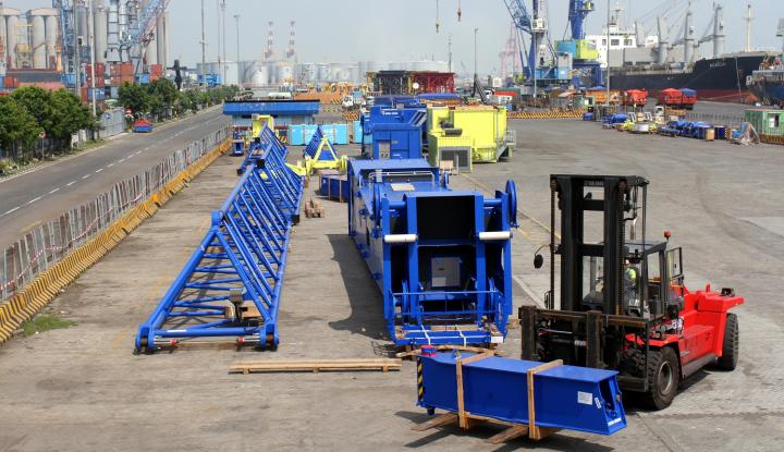 Foto Berita Penambahan Alat HMC Picu Efisiensi Logistik Pelabuhan Tanjung Perak