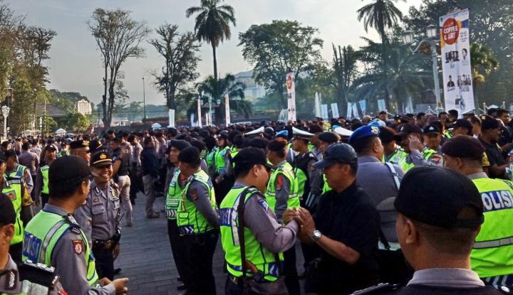 Foto Berita Sopir Angkot di Bandung Demo, Polri Terjunkan 2.500 Personel