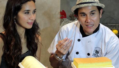 Foto Pasangan Selebriti Ini Rilis Bisnis Kue Oleh-Oleh di Bandung