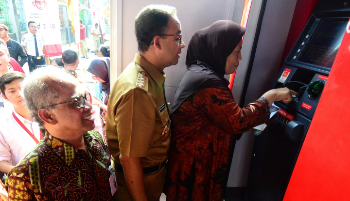 Foto Berita Anies Minta TransJakarta Tambah Bus Selama Asian Games