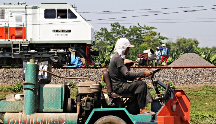 Foto Berita Hadapi Arus Mudik, KAI Madiun Perbaiki Infrastruktur Rel
