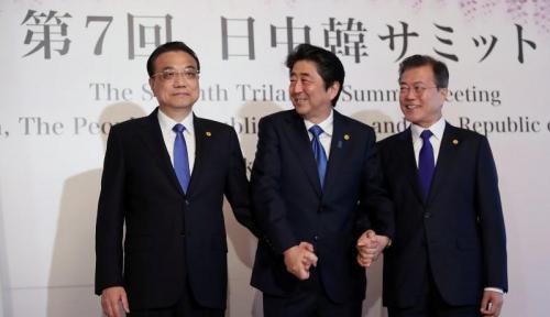 Foto Pemimpin China, Jepang, Korsel Bertemu di Tokyo Bahas Korea Utara