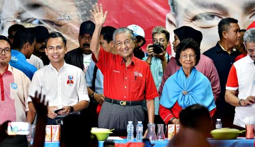 Foto Mahathir PM Lagi