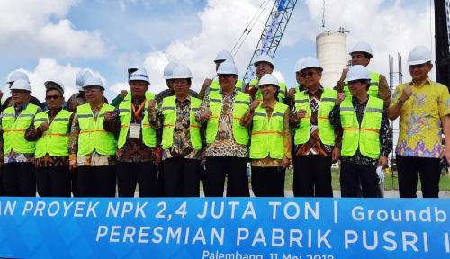 Foto Menteri Rini Canangkan Proyek Pabrik Pupuk Berkapasitas 2,4 Juta Ton