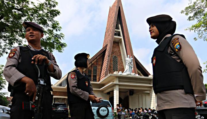 Foto Berita Pasca Bom Surabaya, Polisi Perketat Pengamanan Tempat Ibadah