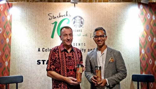 Foto Rayakan Hari Jadi Ke-16, Starbuck Indonesia Hadirkan Merchandise Tenun