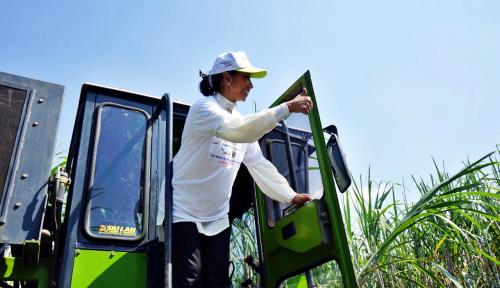 Foto Menteri Rini Siap Kerahkan BUMN Bangun Kemandirian Pesantren