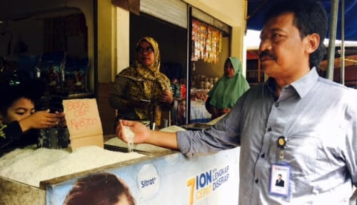 Foto Pasar Murah HUT ke-51, Bulog Sulselbar Subsidi Paket Sembako