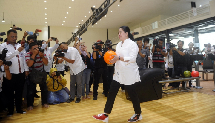Foto Berita Tinjau Venue Asian Games, Puan Langsung Jajal Bowling