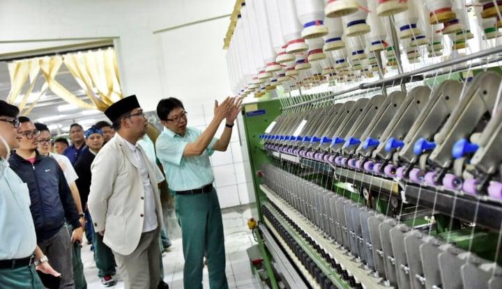 Foto Berita Kunjungi Dua Pabrik Tekstil, Ridwan Kamil Dukung Industri Padat Karya