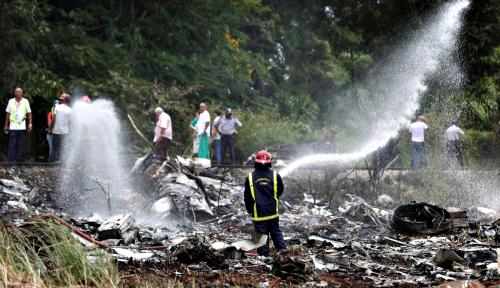 Foto Kuba Identifikasi 110 Korban Insiden Jatuhnya Pesawat