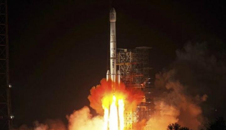 Foto Berita Jelajahi Sisi Gelap Bulan, China Kirim Satelit Relay Chang'e-4
