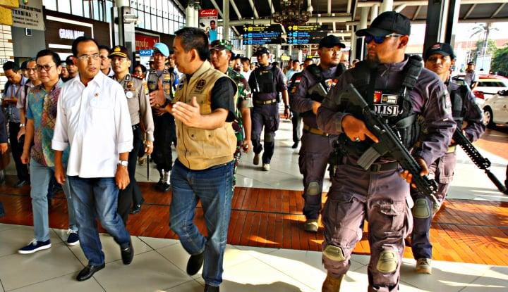 Foto Berita Tak Mau Kecolongan, Menhub Perketat Keamanan Bandara