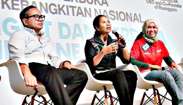 Foto Berita Menteri Rini 'Sharing' Bareng 4.000 Agen Mekaar