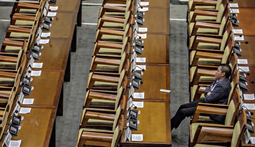 Foto Eva: Politisi Pindah Partai Bikin Kerja DPR Berantakan
