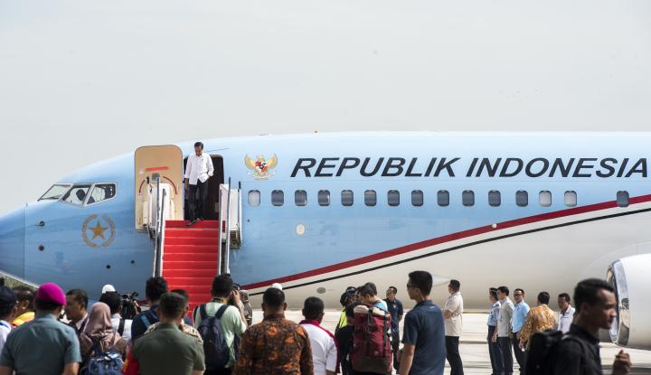 Foto Berita Perdana, Pesawat Jokowi Mendarat Mulus di Bandara Kertajati