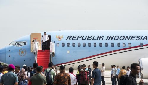 Foto Perdana, Pesawat Jokowi Mendarat Mulus di Bandara Kertajati