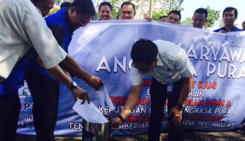 Foto Eks Karyawan AP I Demo Tuntut Tunjangan Hari Tua Sebesar Rp71 Miliar
