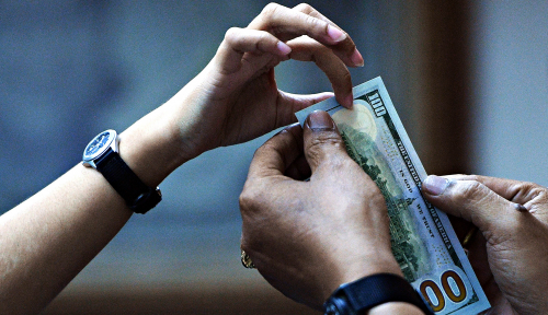Foto Dolar AS Menguat atau Rupiah Melemah?