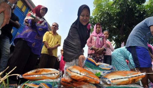 Foto Pusri Gelar Pasar Murah Serentak di 8 Kelurahan