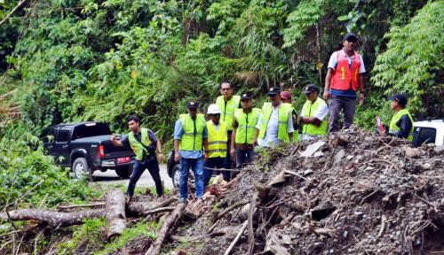 Foto Kementerian PUPR Lakukan Penanganan 23 Titik Longsor di Pulau Seram