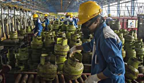 Foto Salurkan 50 Ribu Tabung per Hari, Pertamina Pastikan Stok LPG 3 Kg di Garut Aman
