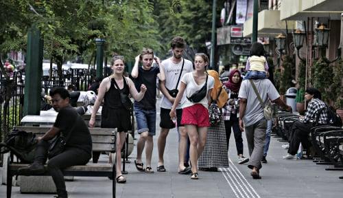 Foto Di Semester I Tahun Ini, Jumlah Turis ke Indonesia Naik 4%