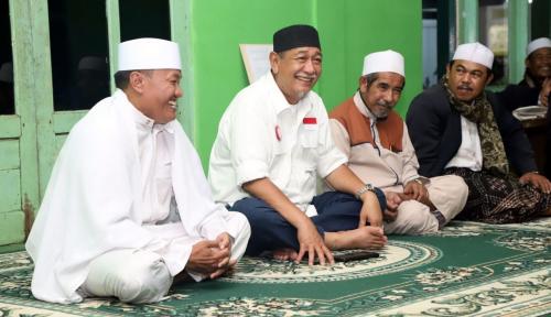Foto Pimpinan Ponpes Nurul Huda: Saya Dukung dan Doakan Demiz Jadi Gubernur