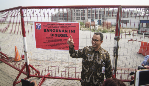 Foto Teken IMB, Anies Salahkan Pergub Buatan Ahok?